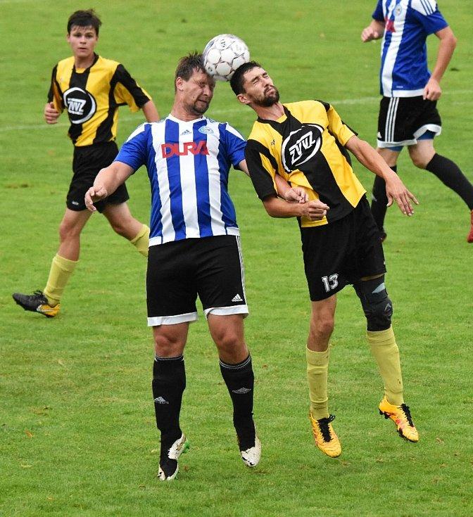 Fotbalisté Blatné (modro bílá kombinace) nemohou být s odehranou částí sezony spokojeni.