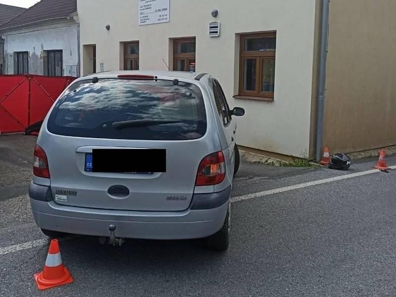 Tragický střet motocyklisty s osobním autem v Újezdu u Vodňan. foto Policie ČR