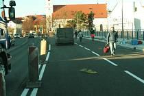 Chodci se musejí připravit na mostě na nutné omezení.