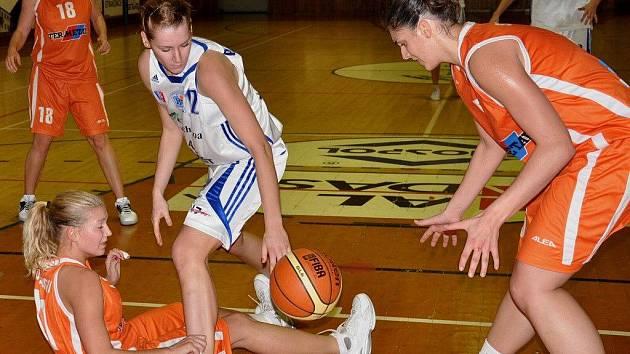 Pátou výhru v ŽBL si připsaly basketbalistky Strakonic, VŠ Praha porazily doma 96:77.
