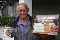 Šikovný košíkář Josef Masopust vyhrál pivo na rok zdarma.