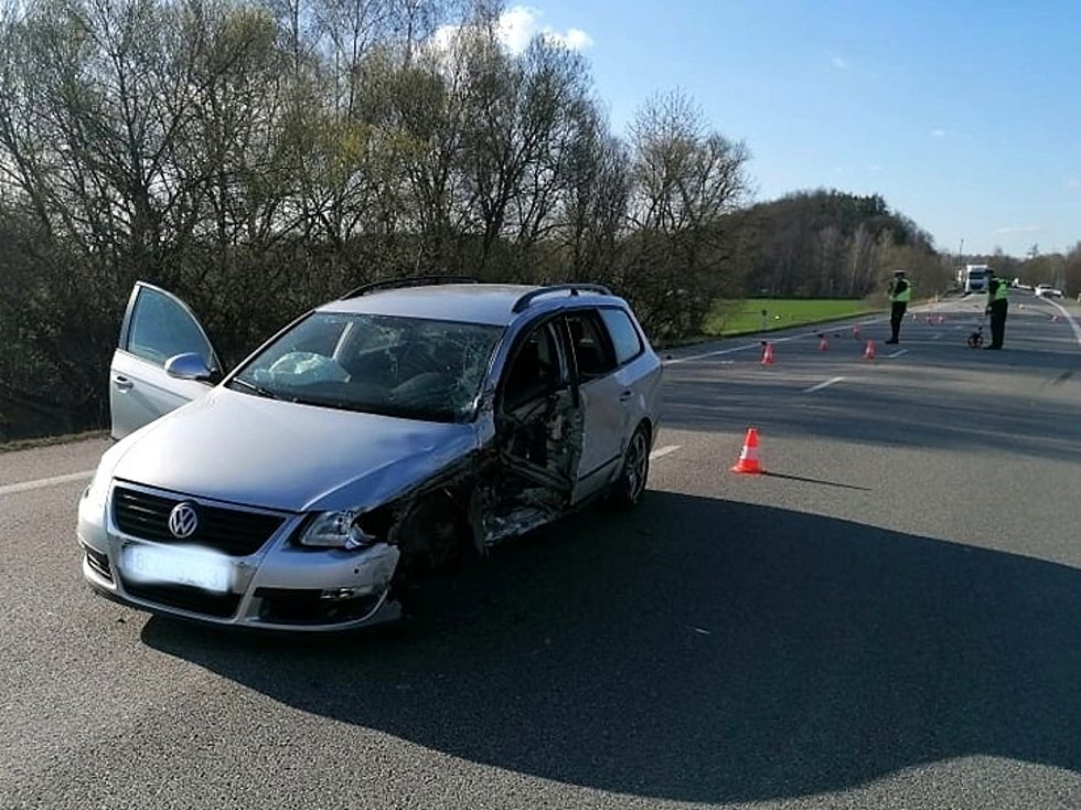 Srážka osobního auta s cisternou u Vodňan.