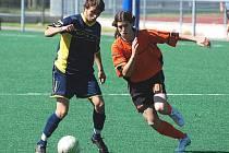 Starší dorostenci Strakonic podlehli doma Písku 1:3. Jediný gól dal Jan Hrach (vpravo).