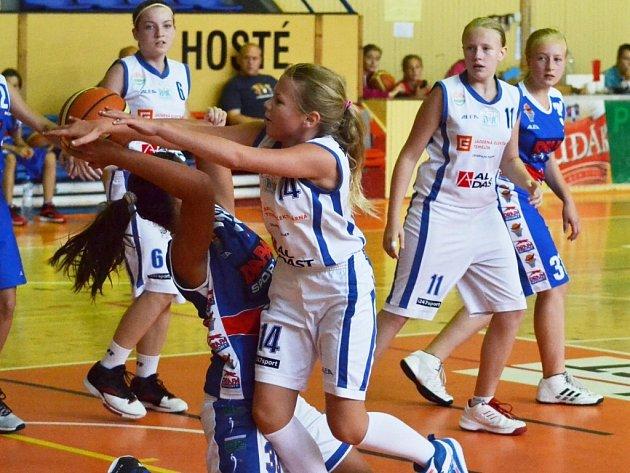 Strakonické basketbalové minidívky vyhrály domácí turnaj.