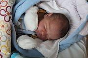 DOMINIK HRUŠKA se rodičům Simoně a Jaroslavovi z Nelahozevsi narodil 21. března 2018 v mělnické porodnici, vážil 4,20 kg a měřil 53 cm.