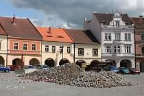 Z náměstí Míru je staveniště, farmářské trhy se proto přesunou k Vrázově vyhlídce, kde bude léto plné zábavy.