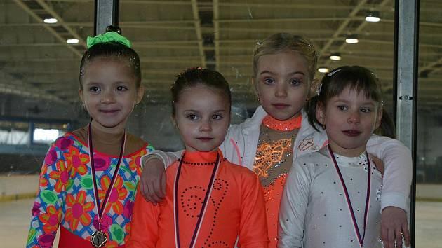 Mělnické krasobruslařky – zleva: Tereza Husáková, Adéla Tesařová, Kristýna Feixová a Monika Váchová.