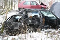 Obě auta jsou po střetu hodně zničená.