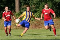Fotbalisté Obříství (ve žlutém) v domácím utkání 2. kola okresního přeboru porazili Vysokou 4:2.