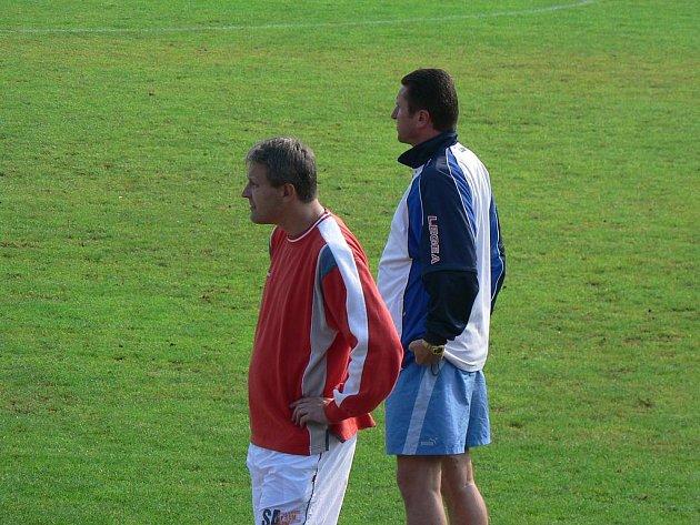 Trenéři starších dorostenců FK N/B Slavoj Tichý a Pavel Stuchlý.