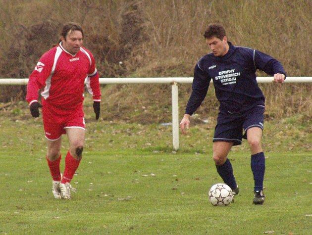 V dohrávaném utkání 13. kola okresního přeboru zdolal Velký Borek tým z Čečelic (1:0).
