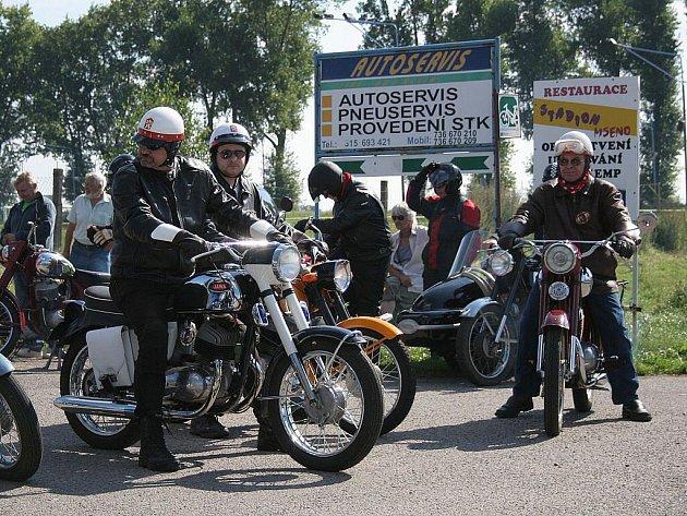 1. Sraz motocyklů československé výroby ve Mšeně.