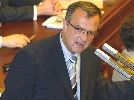DAŇOVÁ REFORMA. Ministr financí Miroslav Kalousek nedávno představil svůj návrh daňové reformy. Patří k ní i zrušení daně ze zemědělských pozemků, čehož se obce děsí.