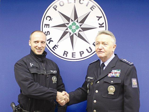 Podpraporčík Martin Brückner (vlevo) slouží u policie sedm let, celou tu dobu působí na Neratovicku.