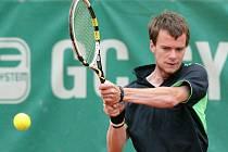 Odchovanec mělnického tenisu Jan Šátral zaznamenal jeden z nejvýraznějších úspěchů své dosavadní kariéry, na Mistrovství České republiky mužů došel až do semifinále.