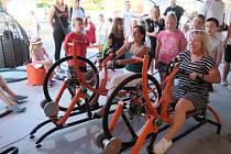 Mělnická náplavka ožila dvoudenním multižánrovým Putovním festivalem Energie. Dospělé jízda na trenažerech velice bavila.
