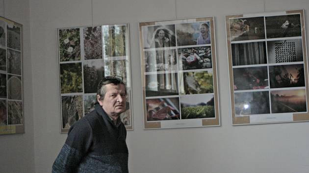 Za celkem prozaickým názvem Studenti gymnázia se představují se skrývá zajímavá výstava fotografických a výtvarných prací, které jsou instalovány v Masarykově kulturním domě v Mělníku.