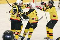 HC Junior Mělník (ve žlutém) - HC Rakovník (6:2); 2. čtvrtfinále KL; 21. února 2015