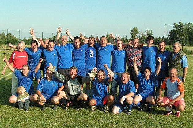 Postupová radost ovládla fotbalisty Lobkovic až po úplně posledním zápase sezony s Mlékojedy. Na okresní přebor si oddíl dělal zálusk už několikátou sezonu v řadě.