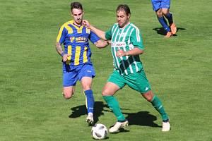 Jakub Novák (vlevo) v jednom ze sedmi mistrovských zápasů, ke kterým nastoupil za divizní Neratovice.