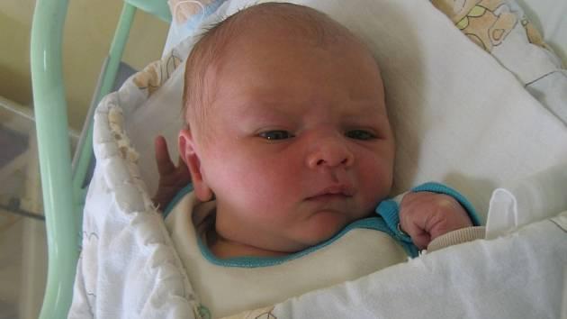 Matthias Uhl se rodičům Martině a Alexovi z Mělníka narodil v mělnické porodnici 5. října 2014, vážil 3,78 kg a měřil 52 cm. Na brášku se těší 3letá Natálka.