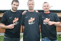 Tomáš Fingerhut (uprostřed) se stal hráčem měsíce projektu Gambrinusu a FAČR Kopeme za fotbal