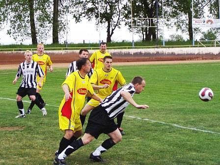 Fotbalisté Mšena by se v případě zítřejšího vítězství nad kralupskou Čechií ještě výrazněji přiblížili k postupu do kraje.