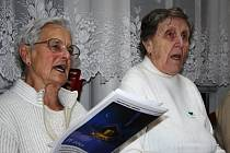 Koledy se zpívaly i v Centru seniorů Mělník. Stejně jako loni.