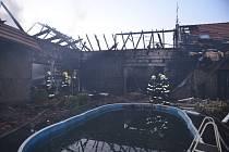 Požár domu v obci Netřeba na Mělnicku.
