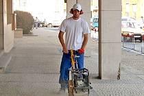 Školy trápí hluk stavební techniky