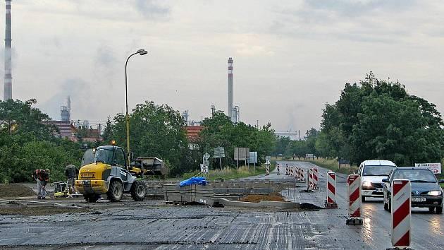 Stavba kruhového objezdu ve Veltrusech