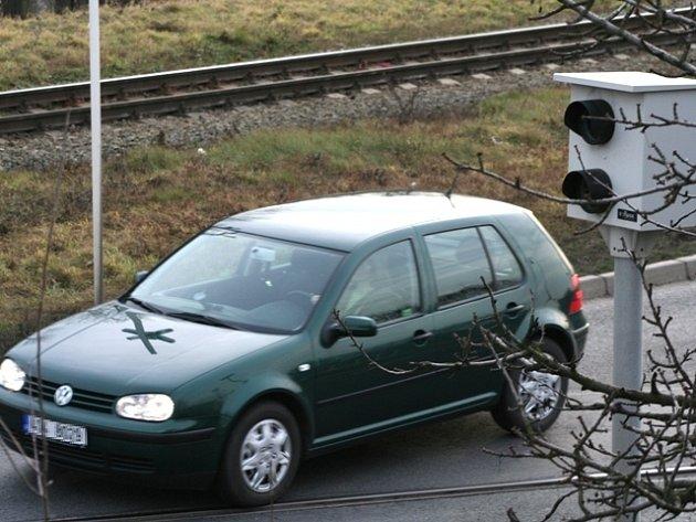 RADAR měří pouze v jednom směru. Řidiče jedoucí od kruhového objezdu na Pšovce nezaznamená.