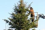 Nezvykle zářit bude s příchodem adventu mělnická elektrárna – stejně jako čtyři další elektrárny společnosti ČEZ (včetně obou jaderných). Firma se totiž připojuje k masovému rozsvěcení vánočních stromů, populárnímu ve městě i na vesnicích.