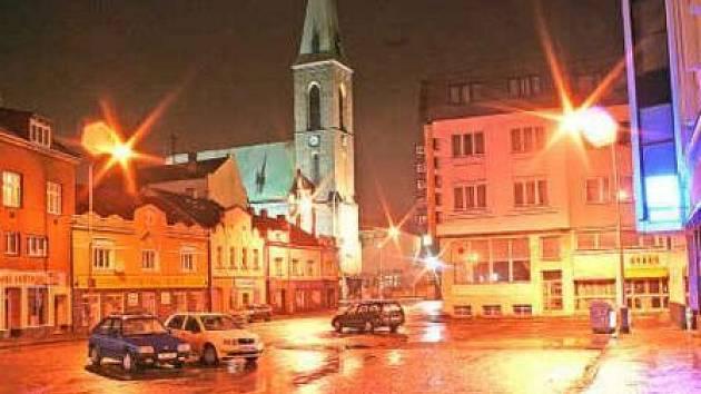 Rekonstrukce centra  zahrnuje i Palackého náměstí, za nímž je bývalý pivovar, patřící dnes městu.