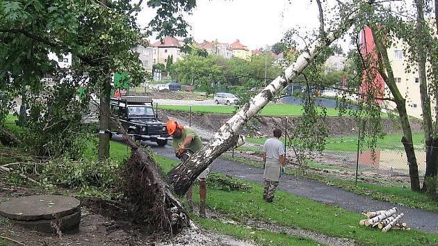 Následky srpnové vichřice v Mělníku.