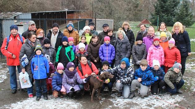 Skauti navštívili psy v mělnickém útulku.