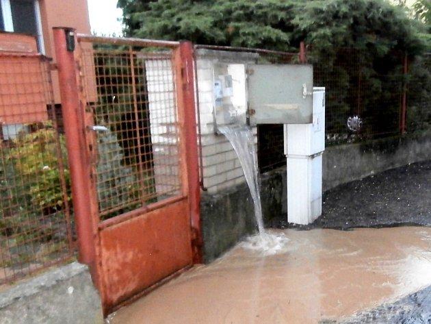 Voda elektroměrnou skříň pořádně propláchla.