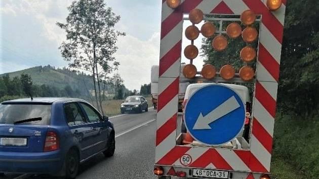 Oprava AHV povrchu vozovky mezi Liběchovem a Tupadly.