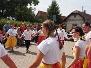 """Obec Tuhaň pořádala v sobotu kulturní program pod názvem """"Posezení pod májkou""""."""