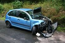 Citroen se na kluzké vozovce čelně srazil s fabií