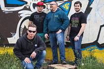 Ke kapele Enola Gay patří metal a rock.