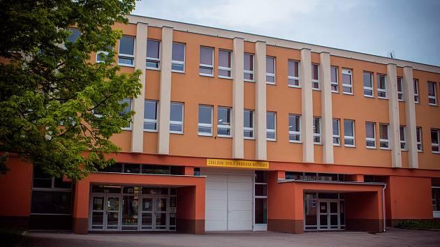 Učitelé ze Základní školy Jindřicha Matiegky stávku podporují. Pracovní režim ale přerušovat nebudou.