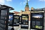 Výstava věnovaná celosvětovému příběhu vody, která nyní doputovala do města na soutoku Labe s Vltavou, představuje význam vody od souvislostí náboženských přes ekonomické, fyzikálně-technické až po krajinné, ekologické, historické či politické.