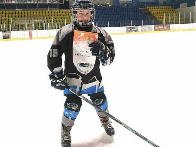 Valter Vlk během mezinárodního hokejového turnaje vMostu, kde byl vyhlášen nejproduktivnějším hráčem.