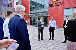 Slovenská delegace navštívila Krajský úřad Středočeského kraje. Delegaci vzali středočeští hostitelé do Dolních Břežan, kde působí laserová centra ELI Beamlines a HiLASE.