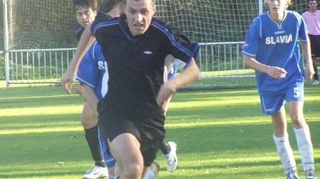 Fotbalisté Velkého Borku se v okresním přeboru ne a ne chytit. Tentokrát doma jen remizovali 0:0 s Vojkovicemi, od kterých Slávii dělily ještě na jaře dvě soutěže.