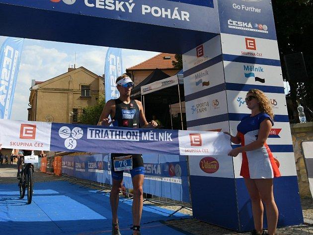 Jan Čelůstka vcíli Triathlonu Mělník 2018