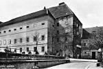 Jižní křídlo zámku z doby baroka.