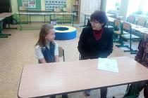 Do Základní školy v Lužci nad Vltavou se hlásí do první třídy pro příští školní rok 22 dětí. V sobotu tak měli rodiče poslední šanci přijít s dětmi k zápisu.