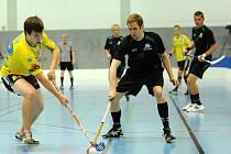 Proti druholigovému švýcarskému týmu Zuger Higlands (tmavé dresy) odehráli florbalisté Kralup vůbec svůj nejlepší zápas na turnaji.